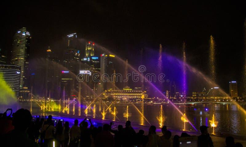 Singapur 11-27-2017: Helle Show gro?artig an den G?rten durch die Bucht stockbilder