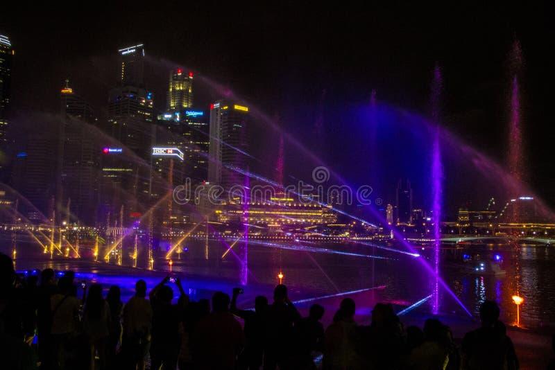 Singapur 11-27-2017: Helle Show gro?artig an den G?rten durch die Bucht stockfotos