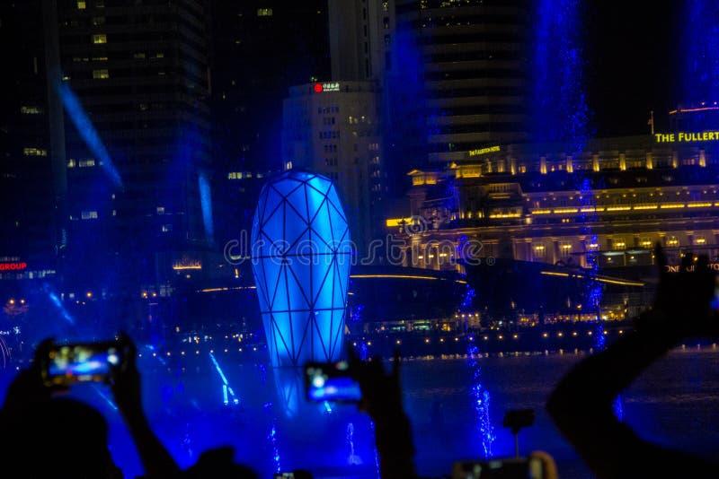 Singapur 11-27-2017: Helle Show gro?artig an den G?rten durch die Bucht stockfotografie
