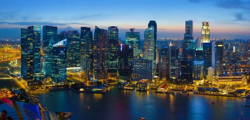 Singapur im Stadtzentrum gelegen nachts, Vogelperspektive stockfotografie