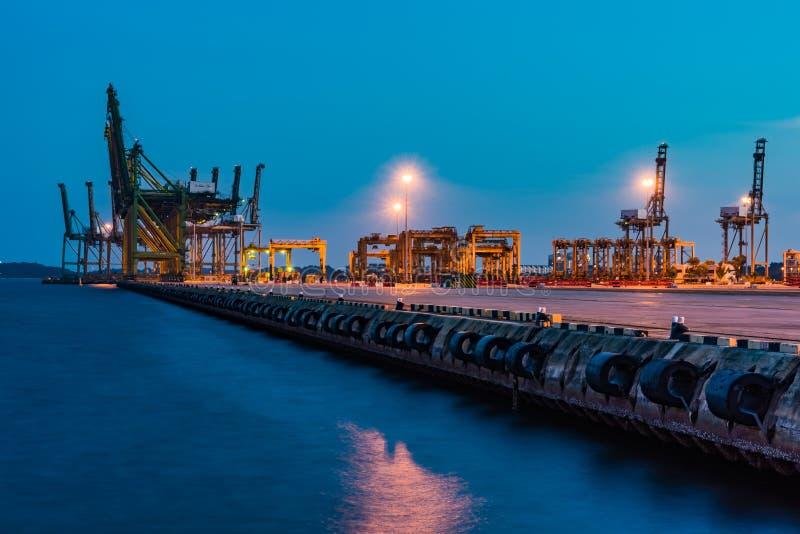 Singapur-Industriehafendämmerung, logistisches Konzept stockbild