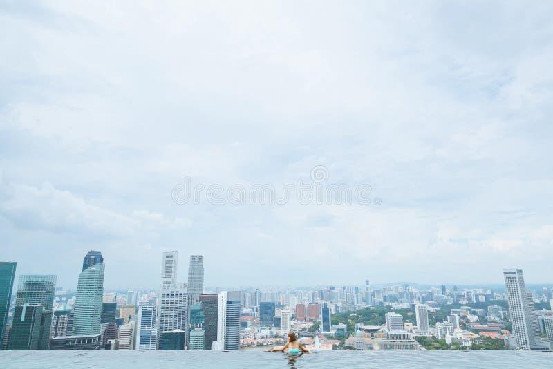 SINGAPUR, JAN - 19, 2016: tylny widok kobieta fotografia stock