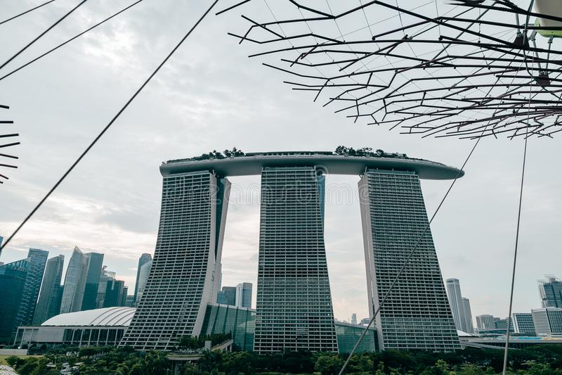 SINGAPUR - 19. JANUAR 2016: städtische Szene mit modernem Stadtgebäude lizenzfreies stockbild