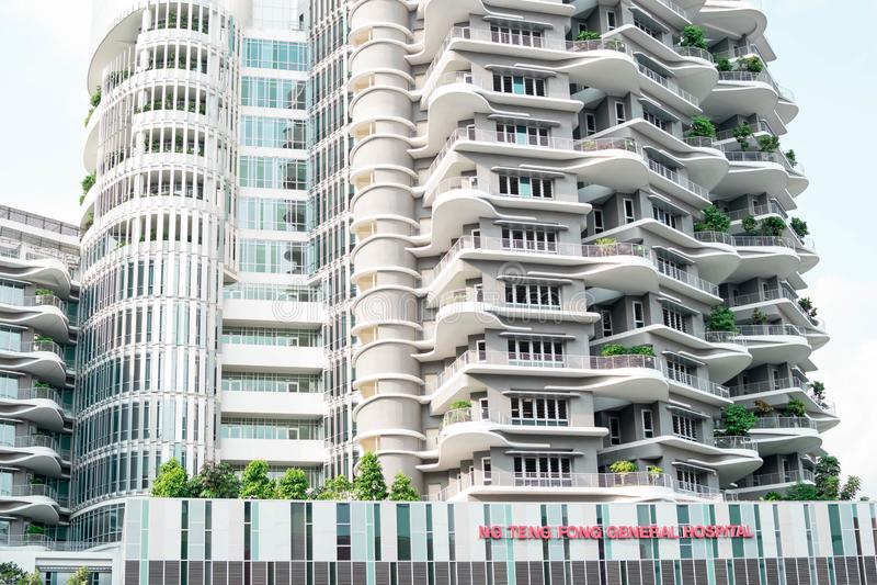 Singapur - 28. Juli 2019: Ng Teng Fong General Hospital gelegen in Jurong-Osten, Singapur lizenzfreie stockfotografie