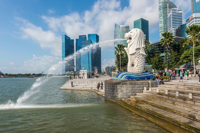 SINGAPUR - 20. JUNI 2014: Singapur-Markstein Merlion stockfoto