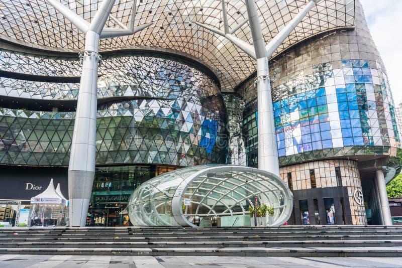 SINGAPUR - 18. JUNI: Tagesansicht von ION Orchard-Einkaufszentrum onJU lizenzfreie stockbilder
