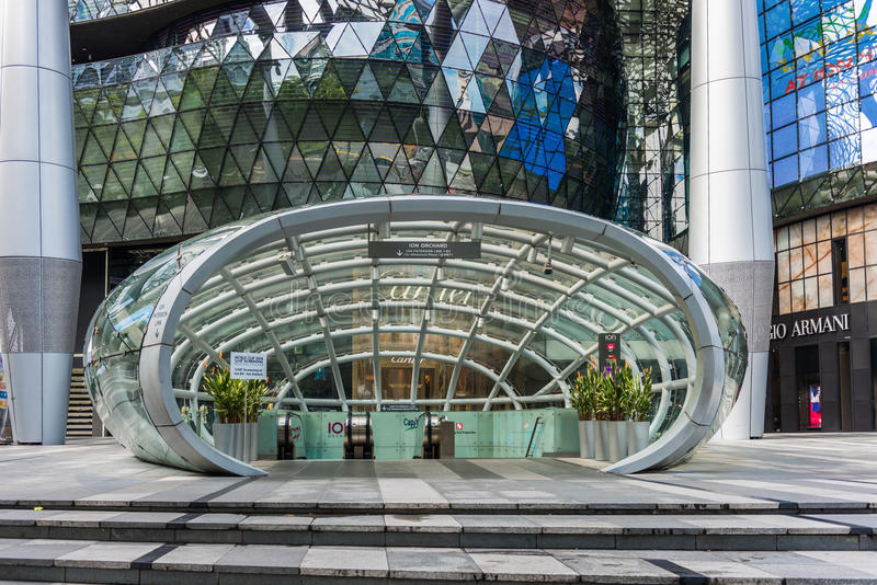 SINGAPUR - 18. JUNI: Tagesansicht von ION Orchard-Einkaufszentrum onJU stockbilder