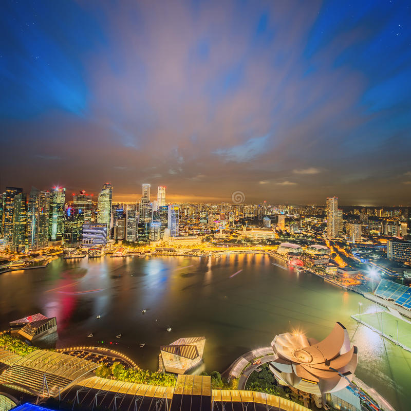Download Singapur Linia Horyzontu I Widok Marina Zatoka Zdjęcie Stock - Obraz złożonej z światło, centrum: 57656308