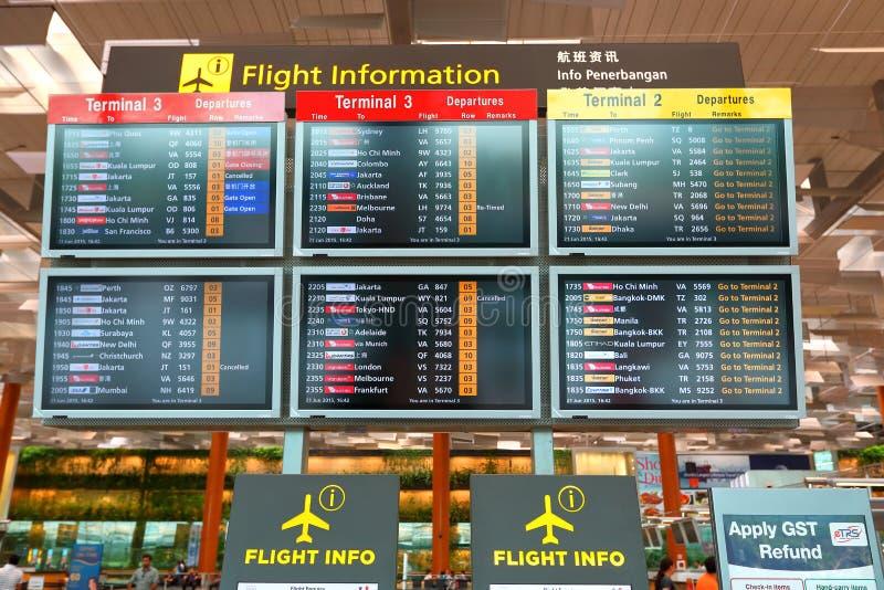 Singapur: Lot informaci ekran przy Terminal 3 Changi lotniskiem obrazy royalty free