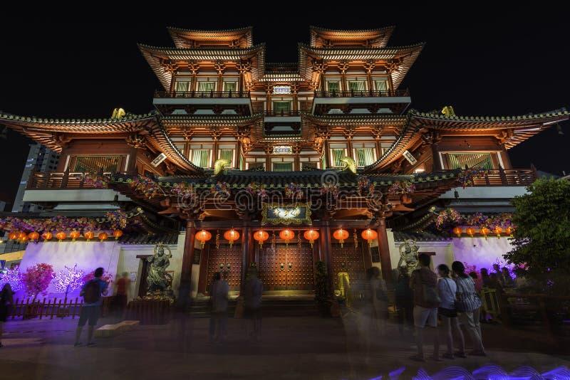 Singapur Singapur, Luty, - 15, 2018: Buddha zębu relikwii świątynia w Chińskiej nowy rok wigilii nocy zdjęcie stock