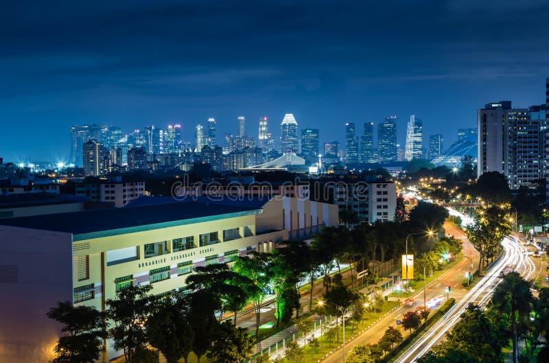 SINGAPUR 3. MAI 2017: Skyline-Nachtlandschaft Singapurs zentrale lizenzfreies stockfoto