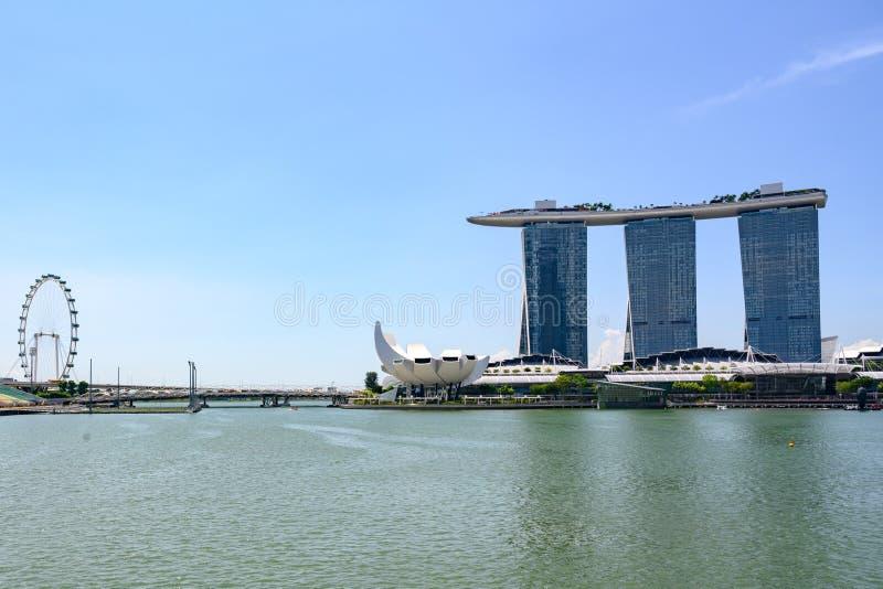 Singapur, Marina Bay, Ansicht mit Singapur Fleyer, Marina Bay Sands Hotel lizenzfreie stockfotos