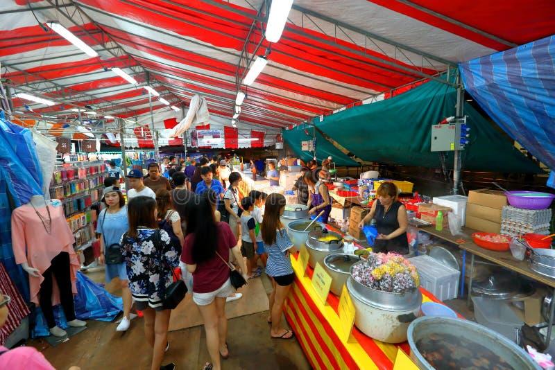 Singapur: Mercado Pasar Malam de la noche foto de archivo