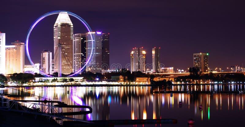 Singapur miasta światła i ferris koło zdjęcia stock