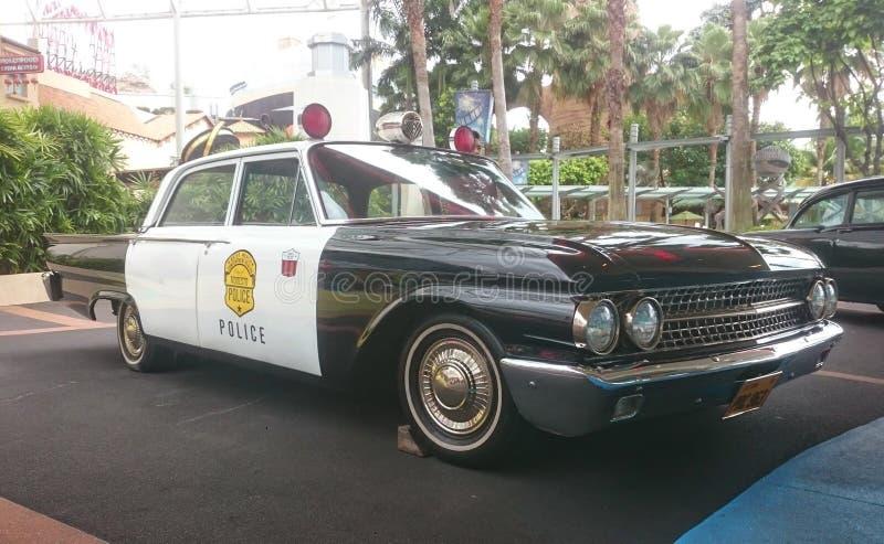 singapur November 2018 Alter amerikanischer Polizeiwagen Oldtimer, Retro- spezieller Transport in den Schwarzweiss-Farben lizenzfreies stockfoto
