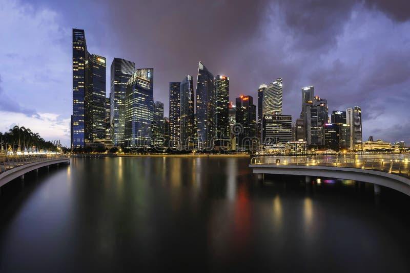 Singapur, Singapur - 18. November 2017: Skyline von Singapur CBD am Abend lizenzfreie stockfotos