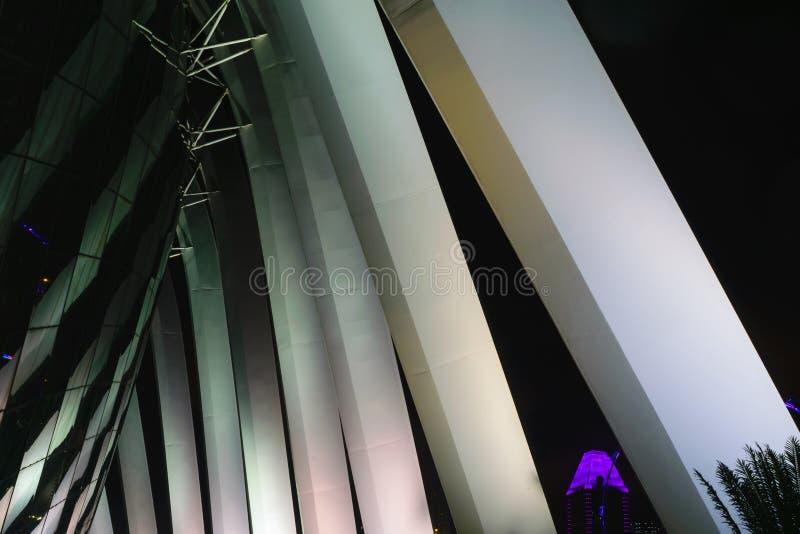 Singapur - 13 2018 Październik Architektury arcydzieła budynek przy nighttime fotografia royalty free