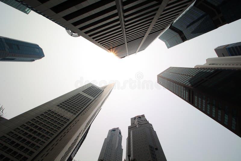 Singapur, Październik 16th 2015 -: Niektóre 49 drapaczy chmur nad 140 m wysoki który zakłada w mieście jest w swój pieniężnym okr zdjęcia stock