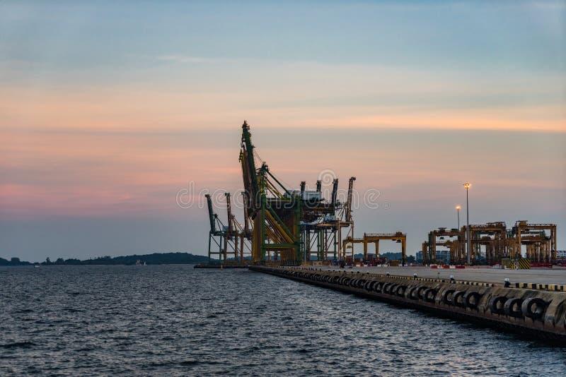 Singapur Przemysłowy portowy półmrok, Logistycznie pojęcie fotografia stock