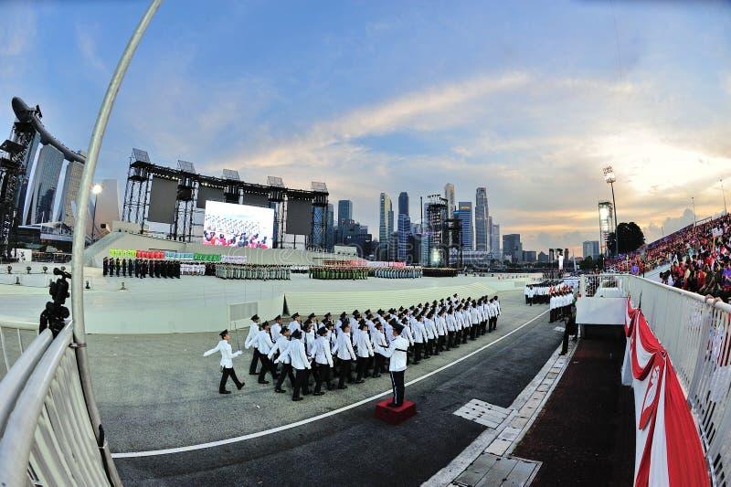 Singapur siły policyjne honoru kontyngent wmarsz past podczas święto państwowe parady próby 2013 (NDP) zdjęcie stock