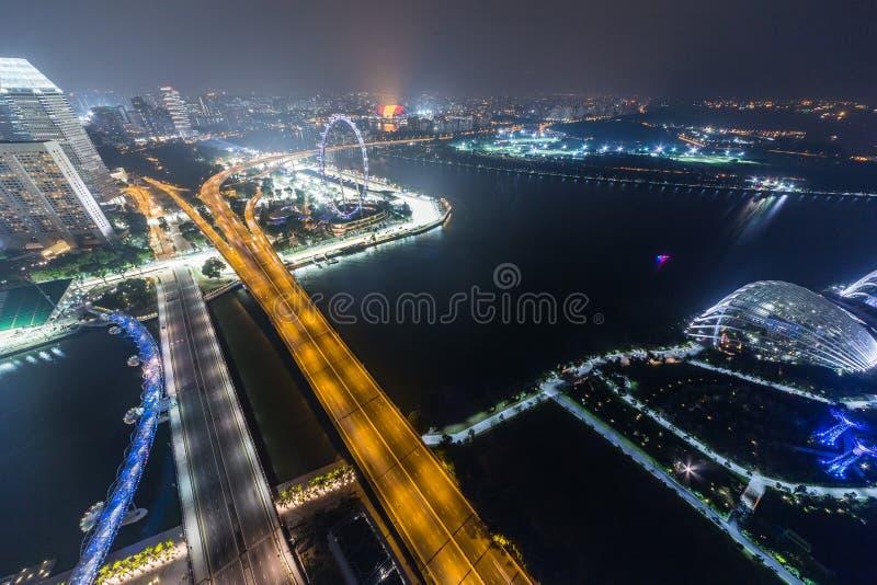 SINGAPUR, SINGAPUR - CIRCA SEPTIEMBRE DE 2015: Panorama de Marina Bay de Singapur del observatorio en el top de Marina Bay Sands foto de archivo