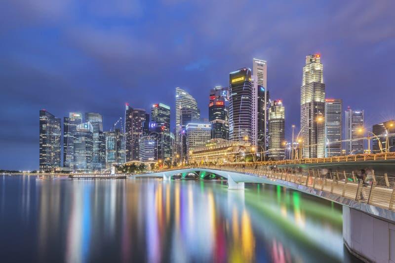 Singapur, Singapur - 16. Juli 2016: Skyline zentralen Geschäftsgebiets Singapurs nachts lizenzfreies stockfoto