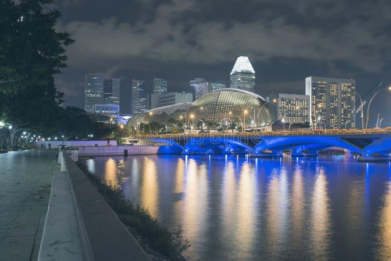 Singapur-Stadtbild bis zum Night lizenzfreie stockfotografie