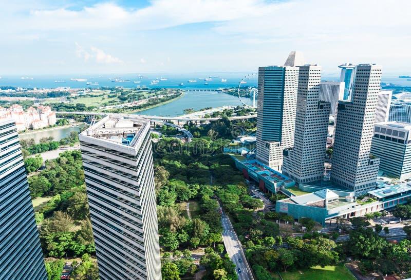 Singapur-Stadtzentrum von einer Hoteldachspitze lizenzfreie stockfotos