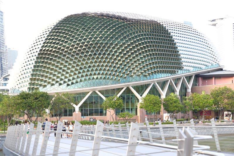 Singapur: Teatros de la explanada en la bahía imagenes de archivo