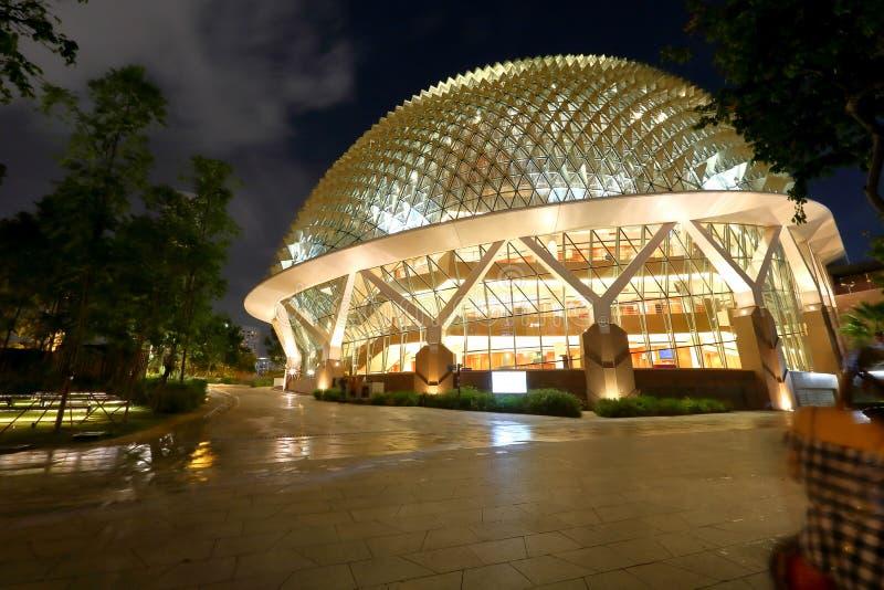 Singapur: Teatros de la explanada en la bahía foto de archivo