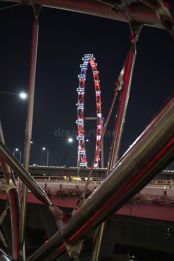 Singapur ulotka przy nocą widzieć od Helix mostu zdjęcie stock