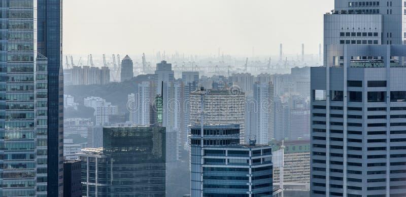 Singapur-Wolkenkratzer und -hafen lizenzfreies stockfoto