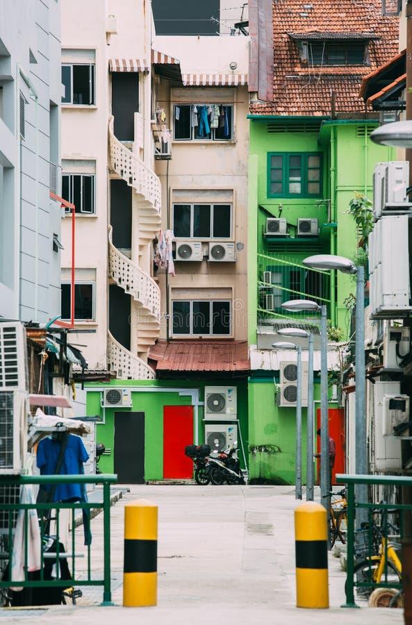 Singapura 1º DE DEZEMBRO DE 2018: Opinião do dia da rua do estilo do vintage da área do geylang de Singapura foto de stock