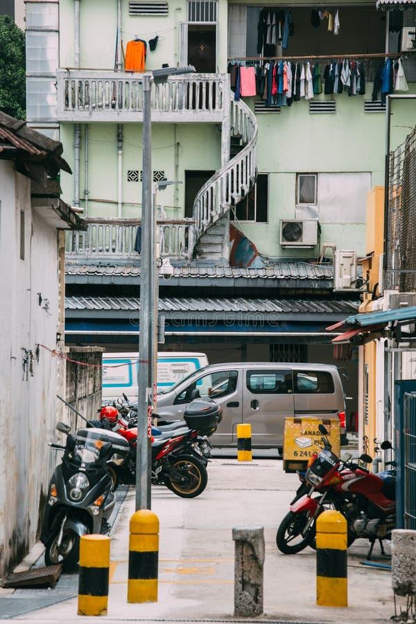 Singapura 1º DE DEZEMBRO DE 2018: Opinião do dia da rua do estilo do vintage da área do geylang de Singapura fotos de stock royalty free