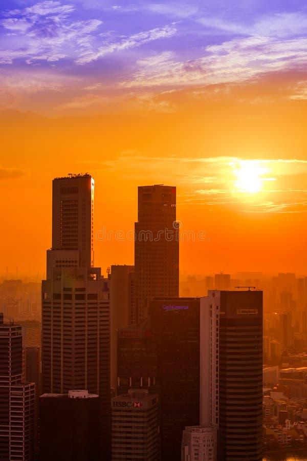 SINGAPURA - 14 DE ABRIL: Skyline e Marina Bay da cidade de Singapura em A fotos de stock royalty free