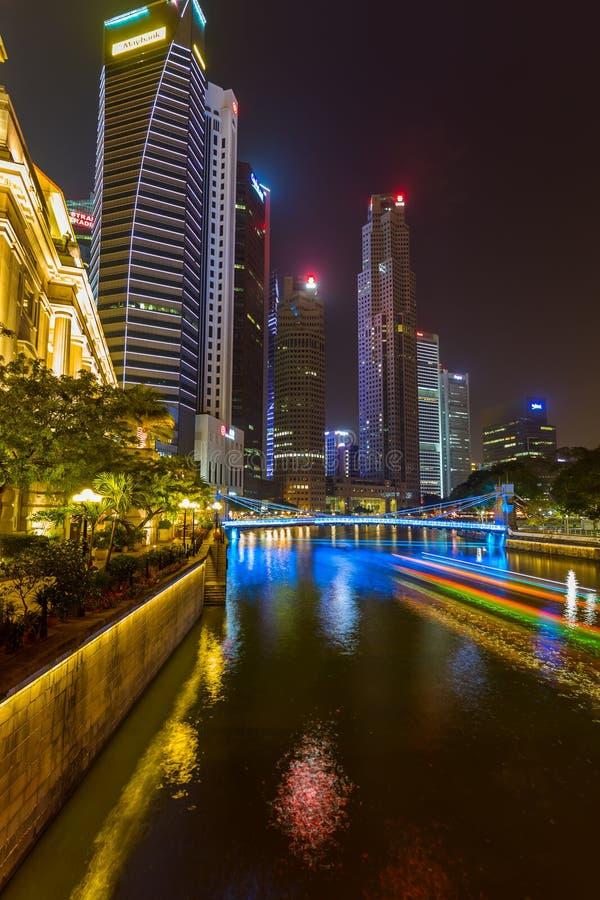 SINGAPURA - 30 DE ABRIL: Skyline e Marina Bay da cidade de Singapura em A imagens de stock royalty free