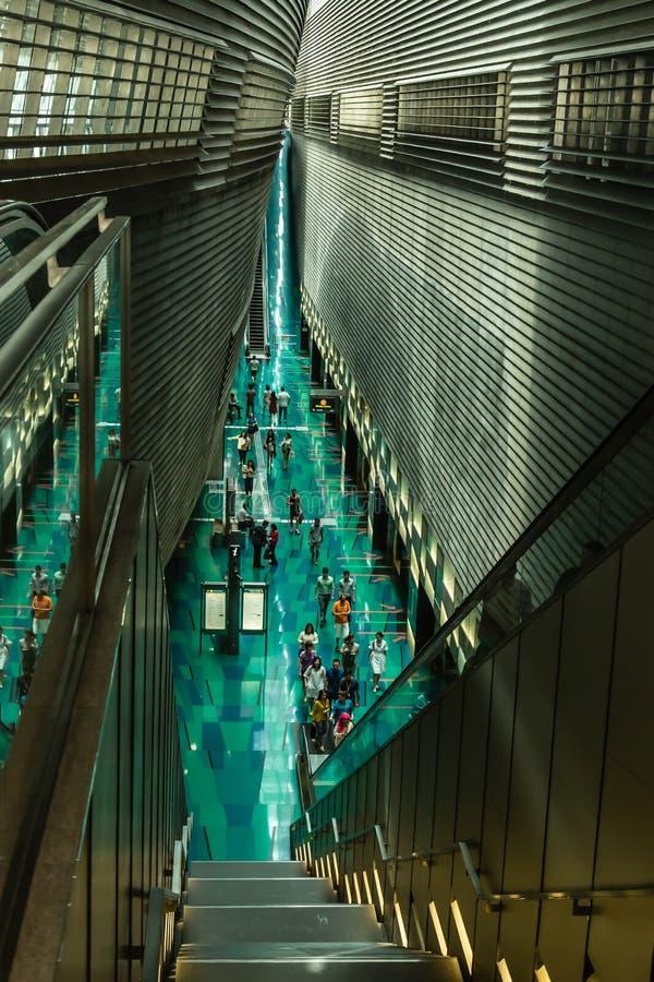 Singapura 16 DE AGOSTO DE 2017: Estação do MRT do metro do estádio de Singapura dentro da vista imagem de stock