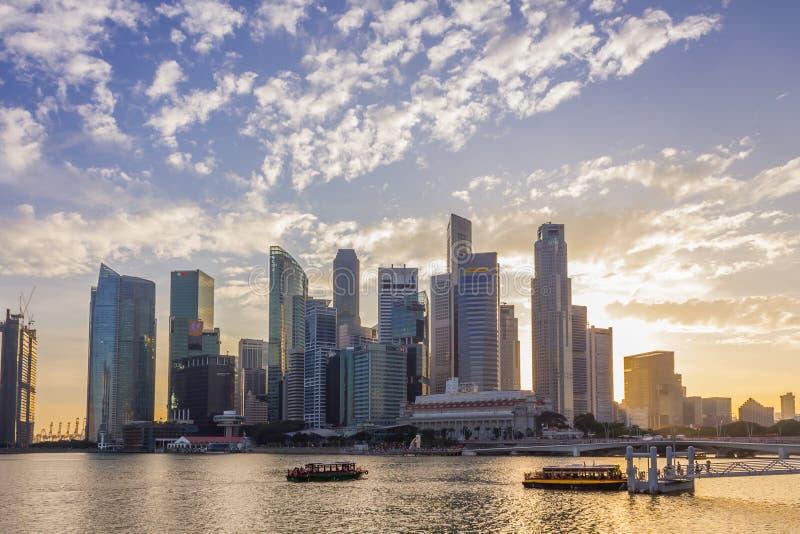Singapura - 7 de janeiro de 2017: Buil financeiro da arquitetura da cidade de Singapura fotos de stock royalty free