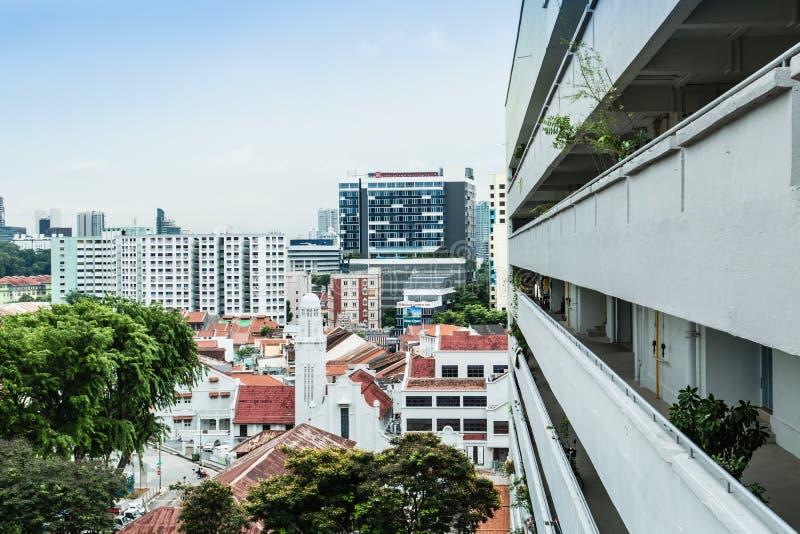 SINGAPURA 24 DE JUNHO DE 2017: Opini?o a?rea da arquitetura da cidade de Singapura do corredor foto de stock