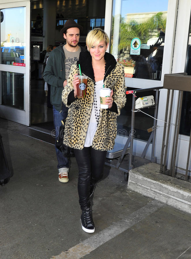 Download Singer Ashlee Simpson With Boyfriend At LAX Airpor Editorial Stock Image - Image: 22020924
