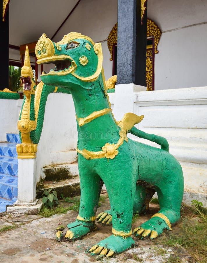 Singha statua w świątyni zdjęcia stock