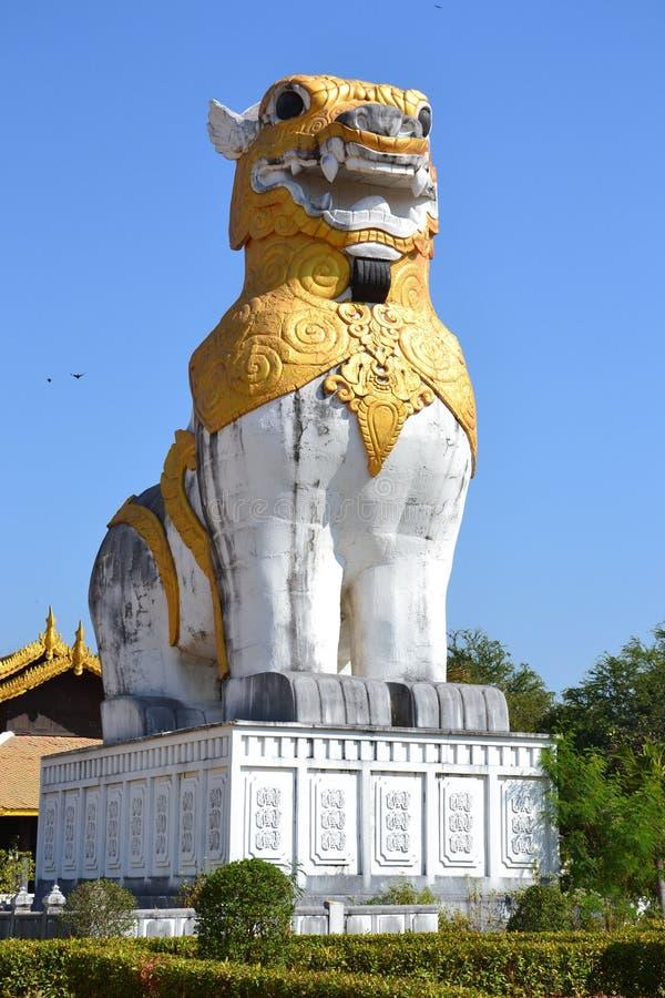 Singha staty royaltyfri foto