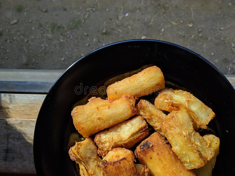 Singkong goreng är indonesisk traditionell mat royaltyfri fotografi