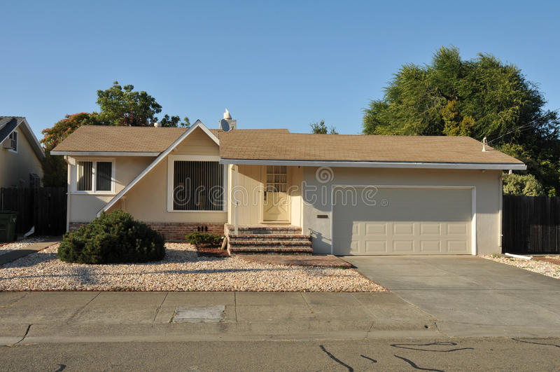 Download Single Family House One Story With Driveway Stock Image - Image: 20631571