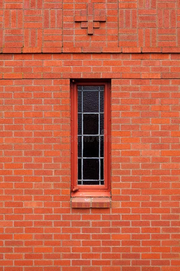 Singola finestra stretta in muro di mattoni fotografia stock immagine di background doppio - Aprire finestra muro esterno ...