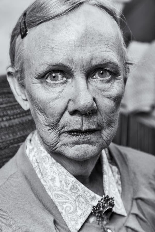 Singola signora anziana immagini stock