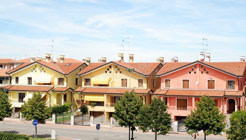 Singole case italiane immagine stock immagine di enorme for Modelli di case italiane