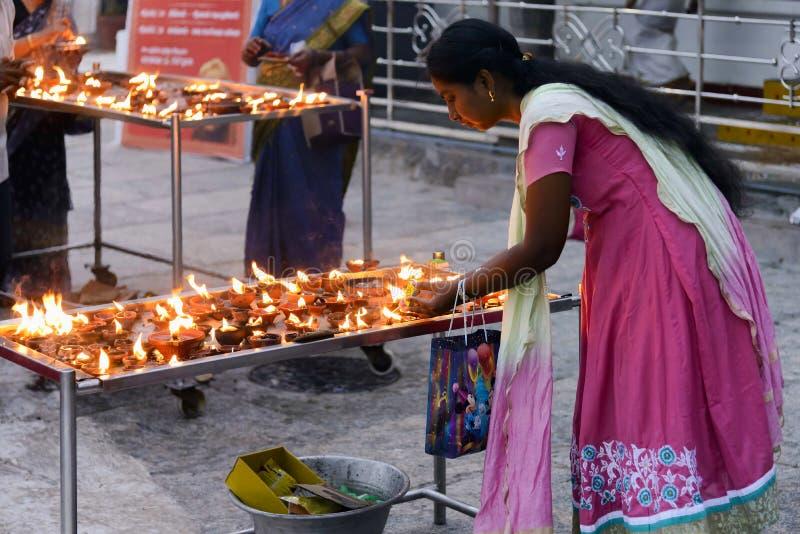Singolo puja per Lord Shani in tempio di Kapaleeshwarar, India fotografie stock