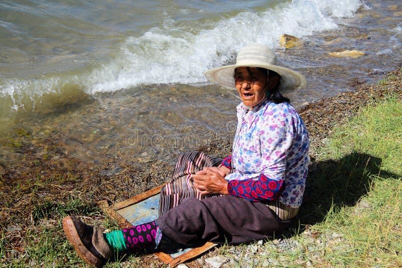 Sinistro-dietro gli anziani fotografia stock libera da diritti