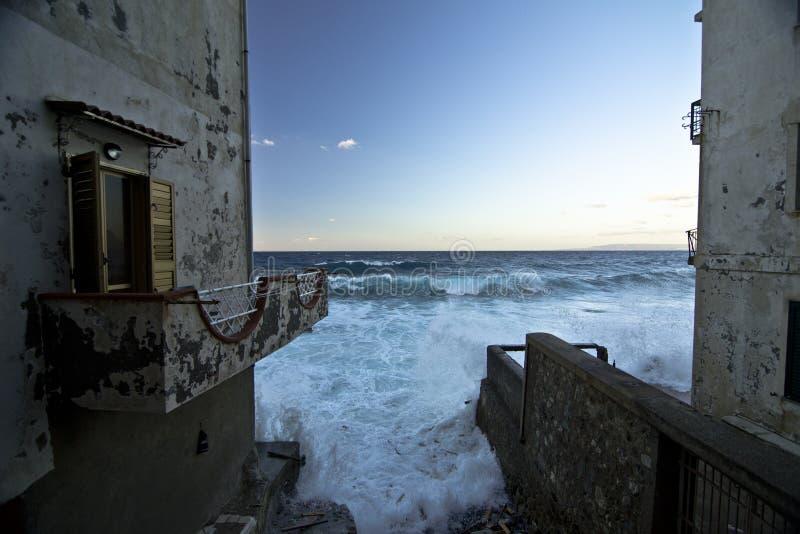 Sinkende Häuser stockfoto